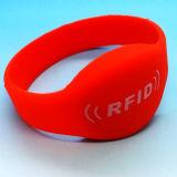 Vielzahl Größen Waterpark 13.56MHz NTAG213 RFID NFC des Armbandes