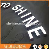 Nouveau design de faire de gros en métal avec lettre de canal LED du panneau en acrylique