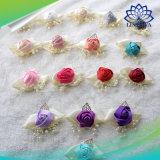 Bei fiori della mano di cerimonia nuziale di Kyunovia di modo per i fiori artificiali dello sposo e della sposa utilizzati nel fiore della manopola della damigella d'onore del partito