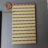 Une grande variété de modèles de l'acoustique de bois panneau en bois