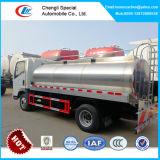 HOWO 4X2のミルクタンクトラック、アイスクリームのトラック、ミルクの配達用トラック5000リットル