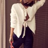 상아빛 등이 없는 스웨터