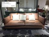 純木ベースが付いている上の革ソファーの完全な革ソファー