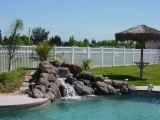 Clôture de la piscine en PVC