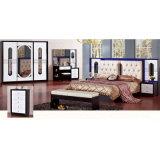 Het Meubilair van de slaapkamer met Klassieke Bed en Garderobe wordt geplaatst (3361 die)