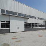A estrutura de aço do prédio da sala de exposições do carro