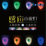 Movimiento activado en luz de la noche del tocador de la oscuridad con 8 cambios del color