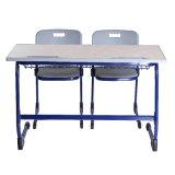 Mesa longa da escola com parte superior laminada para dois povos