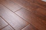 L'intérieur en bois des tuiles de plancher de bois de couleur marron motif carreaux de plancher