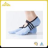 Лучше всего заниматься йогой пилатес женщин носки