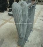 De zwarte Engel van het Graniet met de Grafzerk van het Boek