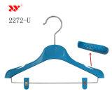 Kundenspezifischer Firmenzeichen-Form-System-Bildschirmanzeige-Plastik scherzt Kleidung-Aufhängungen