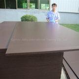 Álamos/abedul/marrón de núcleo de madera dura la película enfrenta la madera contrachapada de 18mm para la construcción