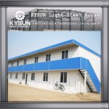 Estructura de acero prefabricada que construye la casa modular para el taller