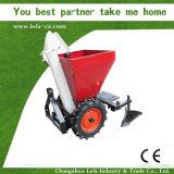 Используемое руководство картошки трактора подвергает плантатора механической обработке картошки