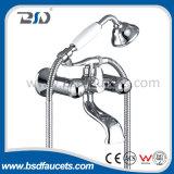 Двойной смеситель ванны рукоятки Chromed установленный стеной Faucet ванны ванной комнаты