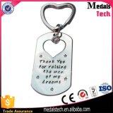 カスタム記念品は中心の形の恋人の金属Keychainsをくり抜く