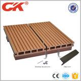 防水および溝があるプールの床タイル、木製のプラスチック合成のDecking