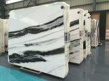Le marbre blanc coupé à la taille de l'étage de l'escalier comptoir mural