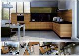 建築構造の物質的な食器棚