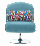 Büro-Stuhl und Gewebe-Sofa mit Bett in einem