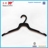 Kundenspezifische schwarze preiswerteste Hemd-Wegwerfplastikaufhängungen