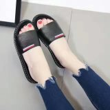 Parte inferior plana del caucho del zapato de cuero de los zapatos de las mujeres