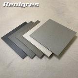최신 Sale 중국 3D Interior Wall Tiles 또는 Full Body Porcelain Rustic Floor Tile 600X600