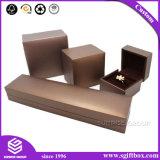 Напечатанные чернотой коробки ювелирных изделий подарка бумажного изготовленный на заказ логоса упаковывая