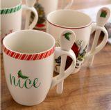 Tasse à café en porcelaine de conception de fleurs Tasse en porcelaine blanche