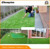 庭のための草のカーペットの装飾的な人工的な草を美化する中国の工場