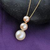 Collana in rilievo dei monili artificiali Pendant della perla di tre fascini