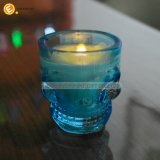 頭骨の小グラスの蝋燭ホールダー