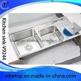 Acero inoxidable única moderna del fregadero de cocina con placa de drenaje