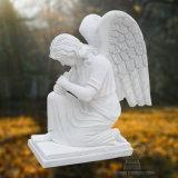 천사의 백색 대리석 상