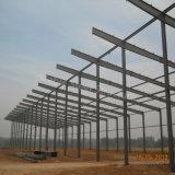 Costruzione della struttura d'acciaio per il workshop ed il magazzino