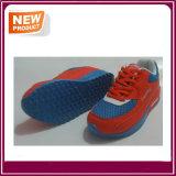 Chaussures neuves de sport de type avec la bonne qualité
