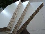 4*8 enduit de mélamine blanches texturées les panneaux de particules