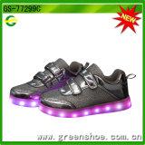 Blinkende Schuhe der Weihnachtsgeschenk-LED, die bis zu den Kindern beleuchten