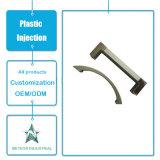 Maniglia di portello di plastica di modellatura personalizzata dei montaggi della mobilia dei prodotti dell'iniezione di plastica