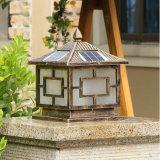 Lumière solaire décorative extérieure de pilier, grille solaire de lumière de poste de frontière de sécurité pour le jardin