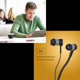 Weißer schwerer Baß 3.5mm im Ohr-verdrahteten Stereokopfhörer übergibt freie Kopfhörer mit aufgebaut im Mic-Mikrofon und in der multi Funktions-Taste für Vertrag 2017 Sony-Xperia Xz1