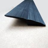 Plastikstrangpresßling-Schwarz-Pfeil-Form Belüftung-Plastikstreifen mit Schlitzen