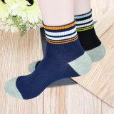 Großhandelsbaumwollform Striped bunte Mens-Kleid-Socken