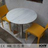 カスタマイズされた純粋で白い円形の固体表面のダイニングテーブルおよび椅子
