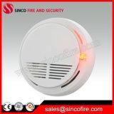 Detector de humos independiente funciona con batería de 9V.