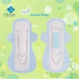 Tampon matériel importé de qualité supérieur de Madame Use et maxi garniture épaisse d'hygiène de période avec le faisceau bleu