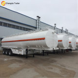 Il rimorchio dell'autocisterna del combustibile derivato del petrolio, rifornisce semi il rimorchio di combustibile