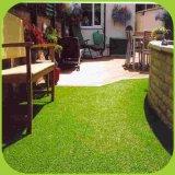 Дешевые искусственным газоном для сада ландшафт