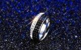 Het schitterende Zirkoon van 3 Rijen van het Staal van het Titanium Zwarte/Witte om de Ring van de Trouwring van het Kristal